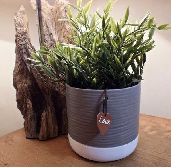 Ceramic Ridge Pot with Leatherette Tag 18cms